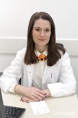 Dr. Delia  Reviczky