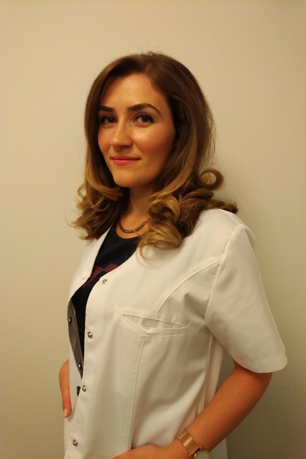Dr. Andreea Cretu