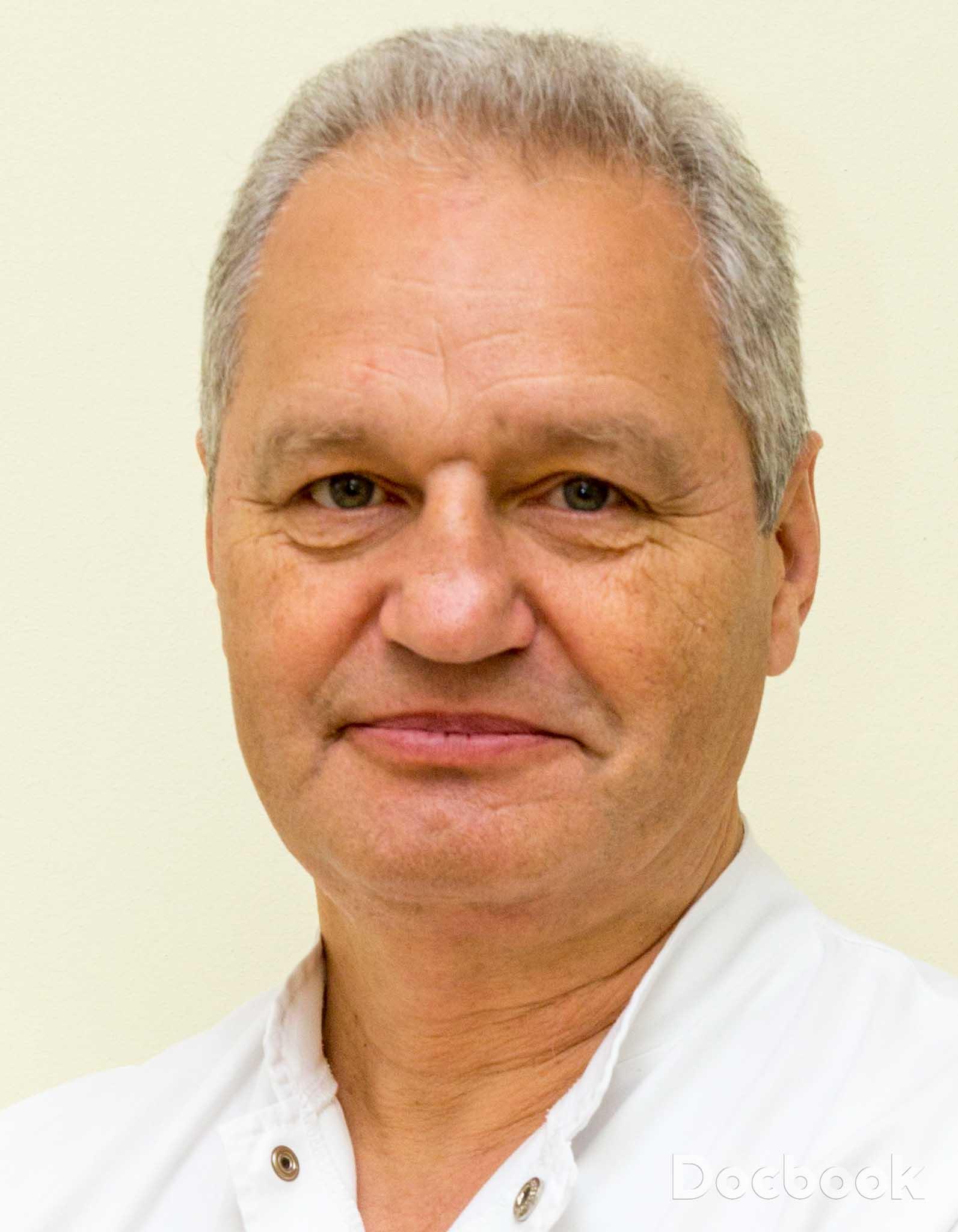 Dr. Adrian Nicolau