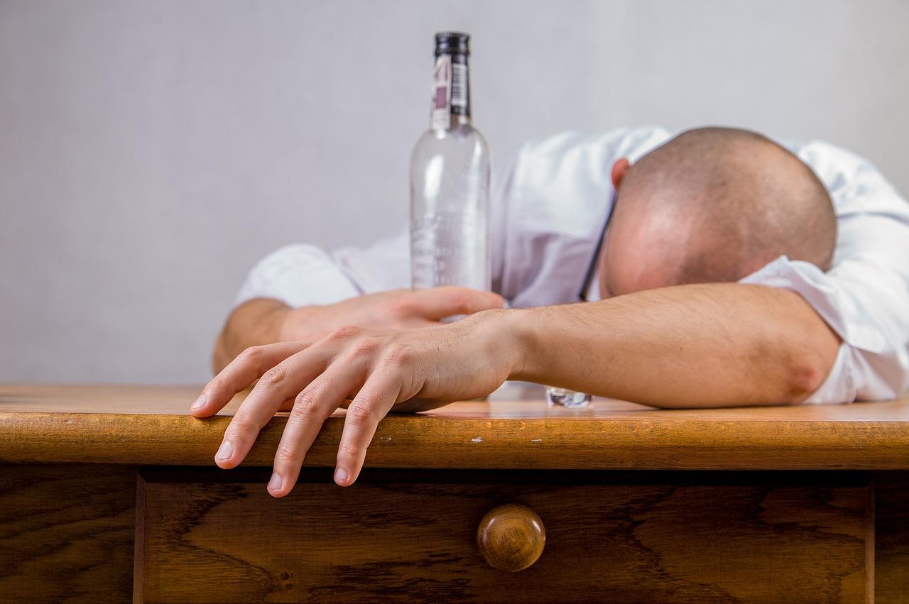 alcoolul-aliment-pentru-cancer